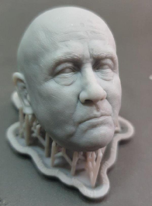 Фото Печать мастер-модели головы из фотополимера SLA